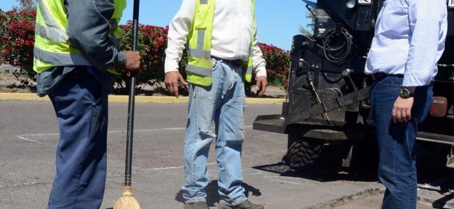 Inicia programa emergente de bacheo en carretera Mochis-Topolobampo.