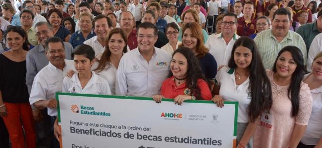 655 estudiantes ahomenses reciben el primer paquete de becas de la Dir. de Educación Ahome.